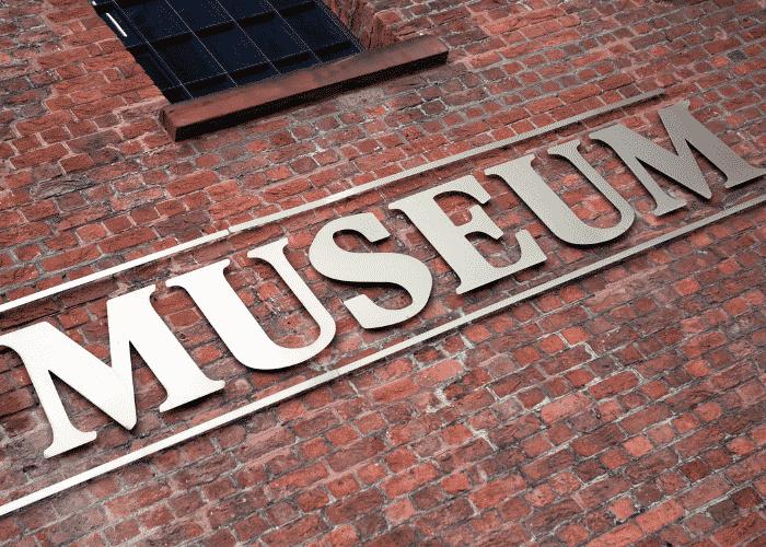 Liverpool Waterfront Tour: Royal Albert Dock & museums